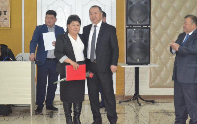получила Почетную грамоту помпрокурора Алтынкуль Чакчагаева