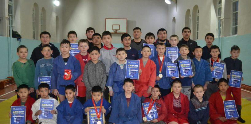 Юные победители 25 карабалтинских спортсменов стали победителями республиканского турнира по джиу-джитсу.