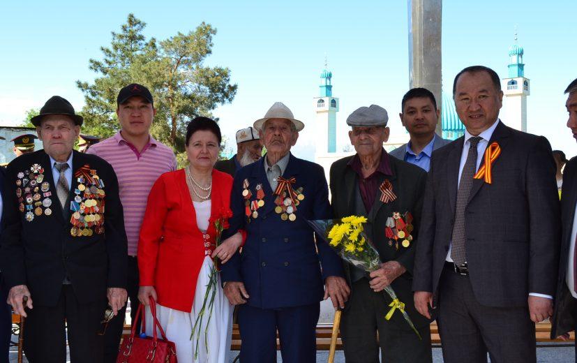 мэр поздравляет Ветаранов ВОВ