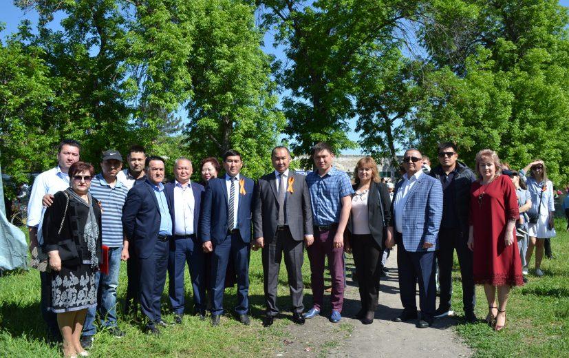 Аппарат мэрии г. Кара-Балта с мэром Данияром Шабдановым