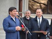 Премьер-министр КР ознакомился с окончанием ремонтных работ в зимнем бассейне в г.Кара-Балта