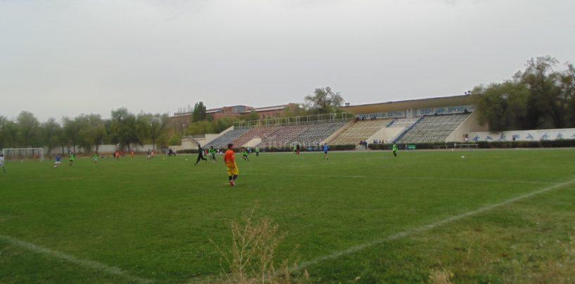 Идут споры — стоит ли выделять 7,5 млн сомов из городского бюджета на содержание муниципального футбольного клуба (МФК) «Кара-Балта»