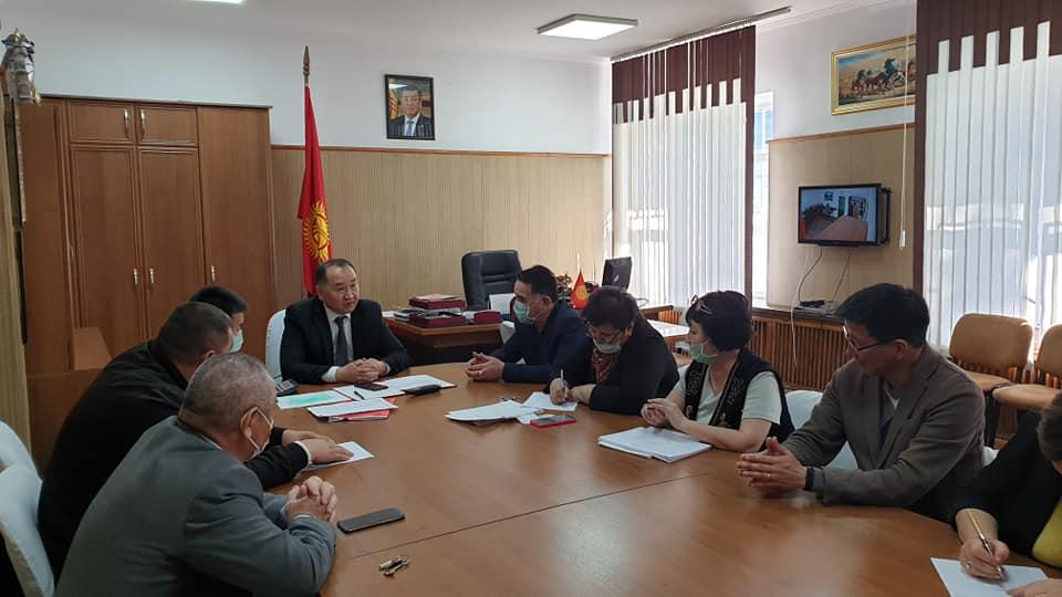 Мэр Данияр Шабданов:  В стране достаточно лекарственных средств и продуктов питания. Прошу не поддаваться панике, соблюдать  профилактические меры. Обрабатывайте руки антисептиком и носите маски.